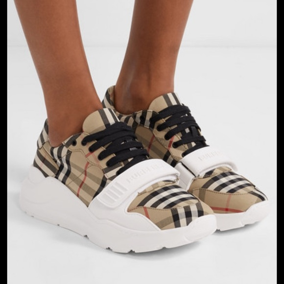 Burberry Sneakers Regis Check Size